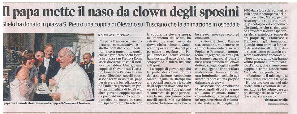 2013 - Il papa mette il naso da clown degli sposini
